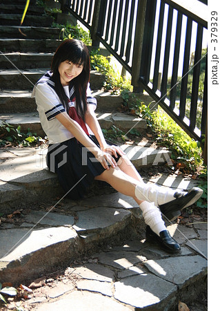 c7f039ea9cd3e2 女性 制服 石段 セーラー服の写真素材 - PIXTA