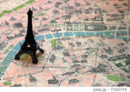 パリ エッフェル塔 地図 ミニチュアの写真素材 Pixta