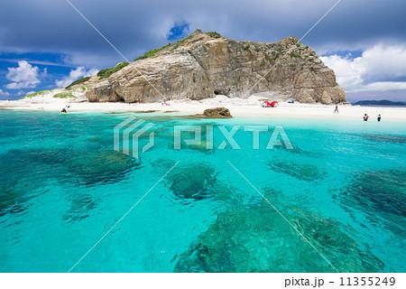 ハナリ島 海 綺麗 余白の写真素材 Pixta
