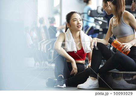 0e26d4966423c 女性 フィットネスジム · 女性 フィットネスジム · 女性 スポーツウェア エクササイズ